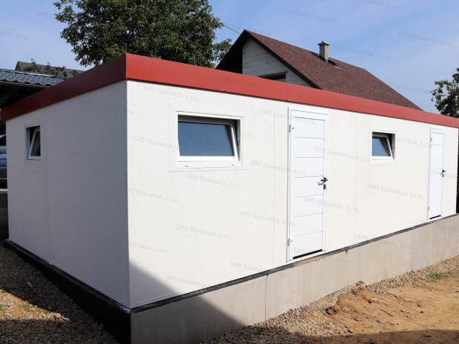 Dvojitý záhradný domček s dverami Hormann LPU40 v bielej farbe
