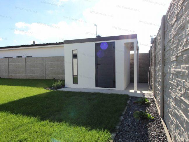 Záhradný domček s rovnou strechou na náradie a s prístreškom na drevo