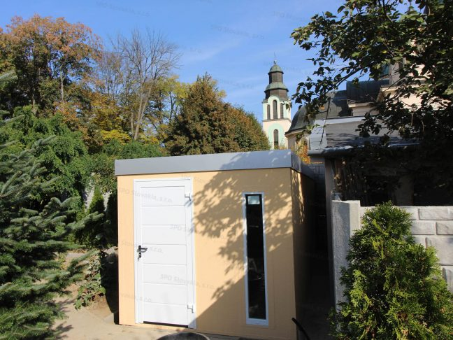 Záhradný domček so strechou vo farbe biely hliník