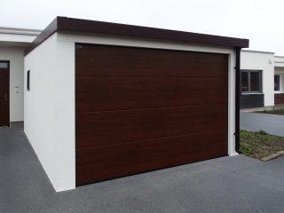 Moderná garáž pre jedno auto s rovnou strechou