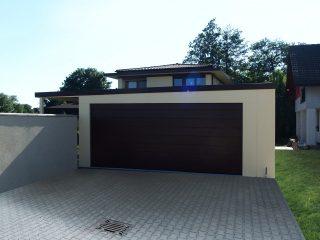 Moderná dvojgaráž s pultovou strechou