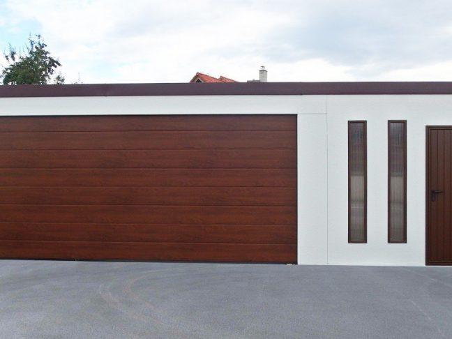 Atypická dvojgaráž s pultovou strechou