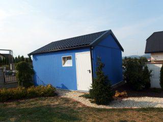 Moderná modrá garáž so sedlovou strechou