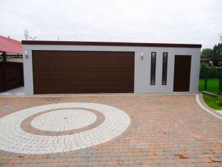 Dizajnová dvojgaráž s hnedou strechou