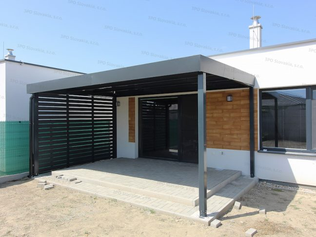Montovaná pergola GARDEON v antracitovej farbe pri modernom dome