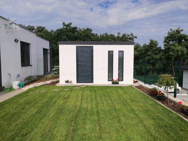 Záhradný domček s dvoma svetlíkmi