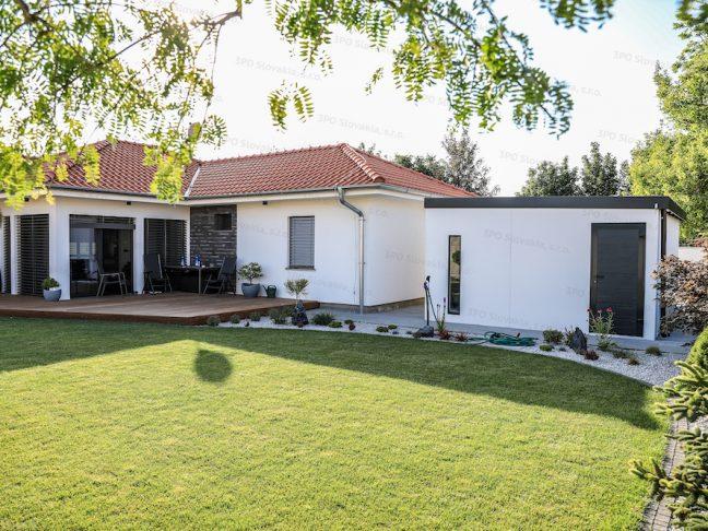 Záhradný domček GARDEON na záhrade pri rodinnom dome
