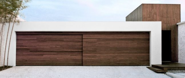Dizajnová drevená garáž pre dve autá