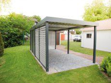 Moderný prístrešok SIEBAU pre jedno auto v záhrade