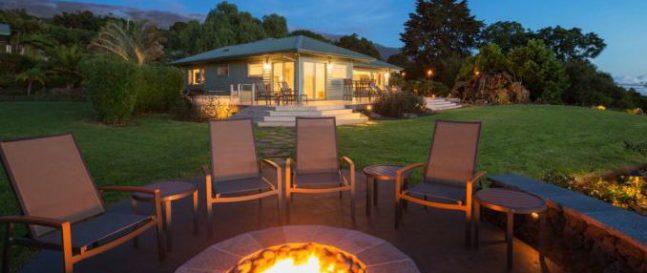 Záhradné ohnisko s posedením pri dome