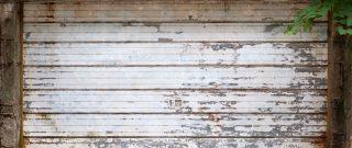 3 jednoduché kroky, ako sa postarať o garážovú bránu