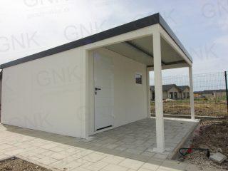Montovaný záhradný domček s prístreškom na prednej strane