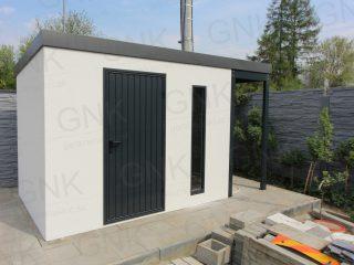 Moderný záhradný domček s dverami v antracitovej farbe