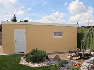 Montovaná garáž s bielymi izolovanými dverami Hormann LPU40 a oknom Slovaktual