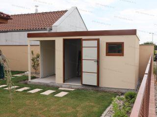 Izolovaný záhradný domček so zatepleným prístreškom na ľavej strane