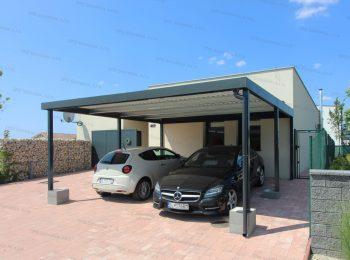 Bezúdržbový prístrešok pre dve autá pred rodinným domom