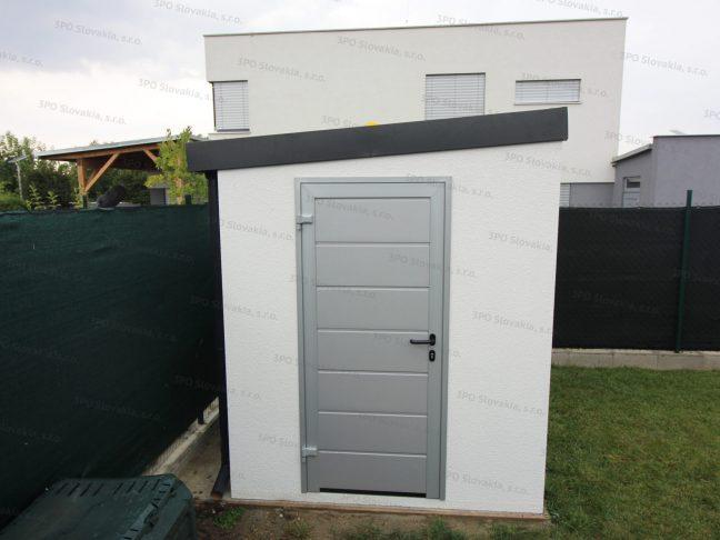 Montovaný záhradný domček so šedou strechou a bielou omietkou