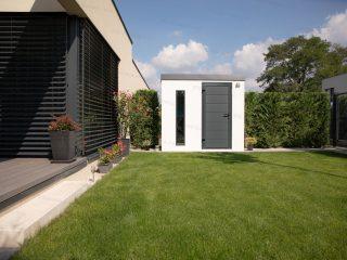 Montovaný záhradný domček na náradie pri rodinnom dome