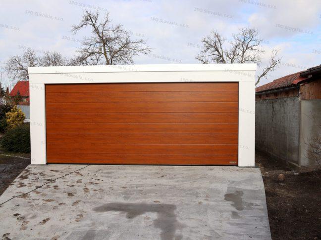 Montovaná garáž pre dve autá v bielej omietke s bielou atikou