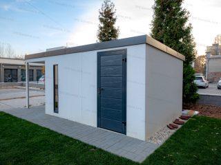 Záhradný domček GARDEON v bielej omietke s antracitovými dverami Hormann LPU40