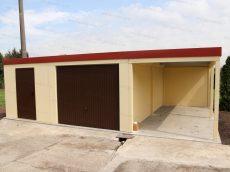Montovaný sklad GARDEON v pieskovej omietke s hnedými dverami a hnedou bránou