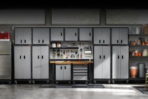 9 tipov na praktické skrine apolice, ktoré vykúzlia poriadok vo vašej garáži
