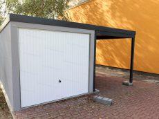 Montovaná garáž GARDEON pre jedno auto v sivej omietke