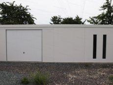 Atypická garáž GARDEON na mieru v bielej farbe