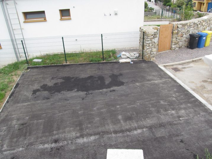 Podklad pod garáž - betónové pätky pod asfaltom