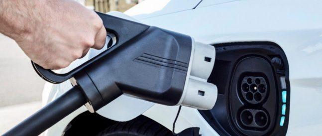 Elektromobily budeme nabíjať len 5-10 minút aza 6 eur