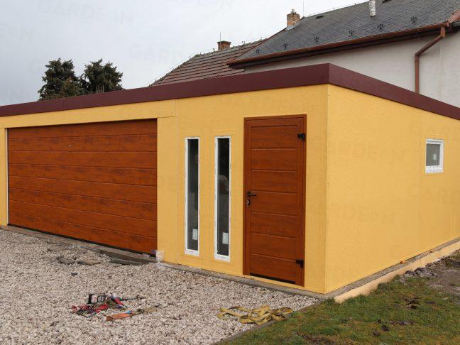 Atypická montovaná garáž v kukuricovej omietke