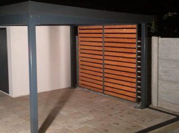 Montovaná pergola s dizajnovými drevenými výplňami