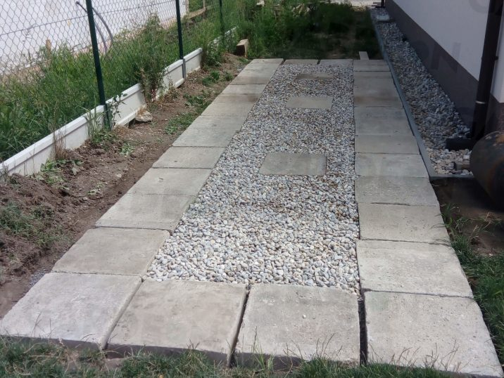 Betónové kocky v štrkovom lôžku