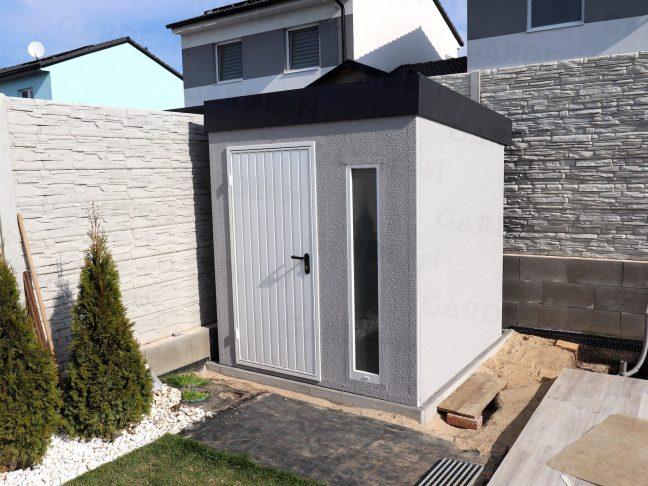 Menší záhradný domček v sivej omietke