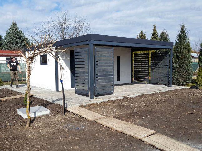 Záhradný domček s prístreškom a dizajnovými výplňami