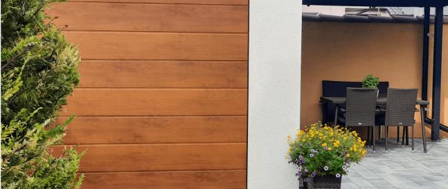 Záhradný domček s garážovou bránou