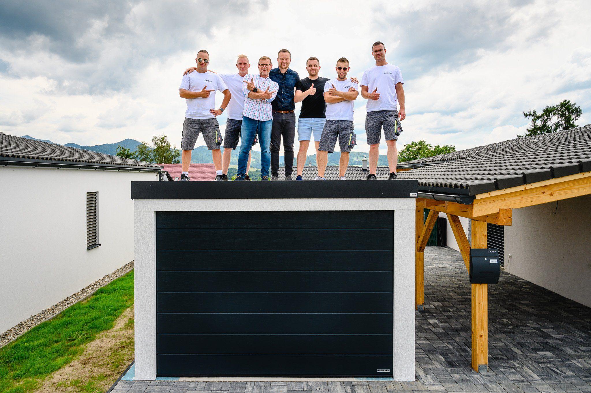Team GARDEON na streche izolovanej garáže